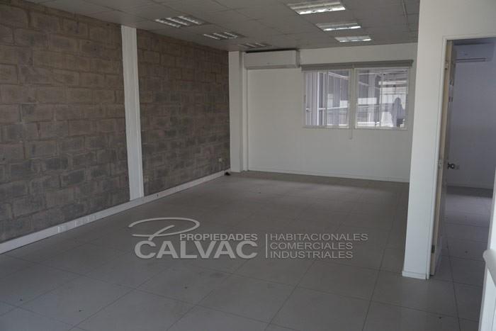 arriendo-de-excelente-galpon-industrial-con-oficinas-en-quilicura-6